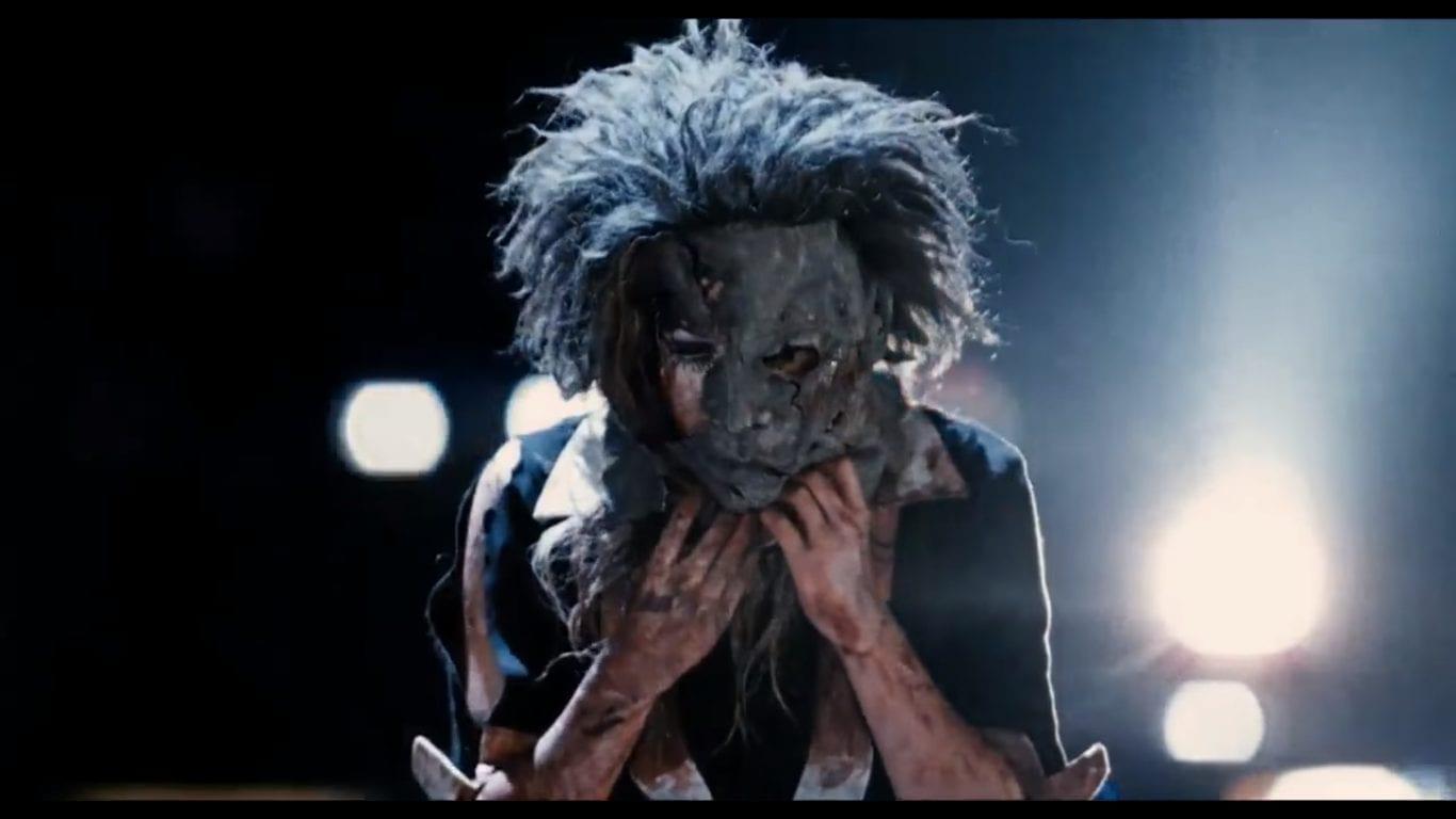 Laurie Strode wears Michael Myers' mask in Halloween II