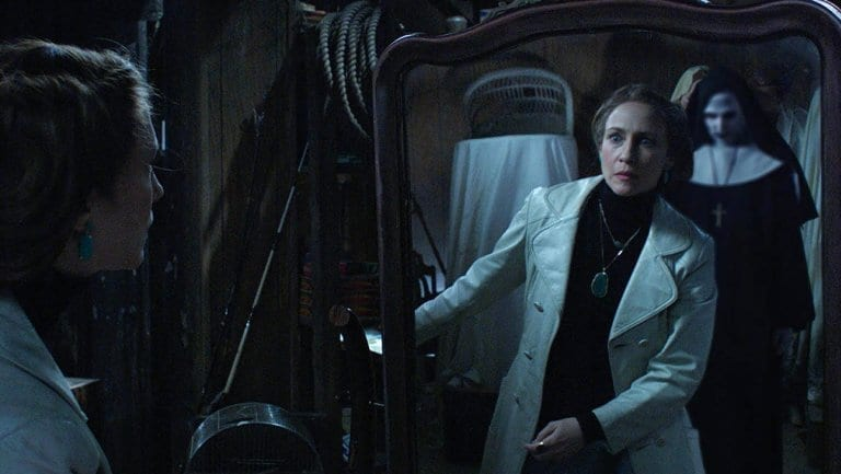 Lorraine Warren sees the demon Nun, Valak in the mirror, The Conjuring 2