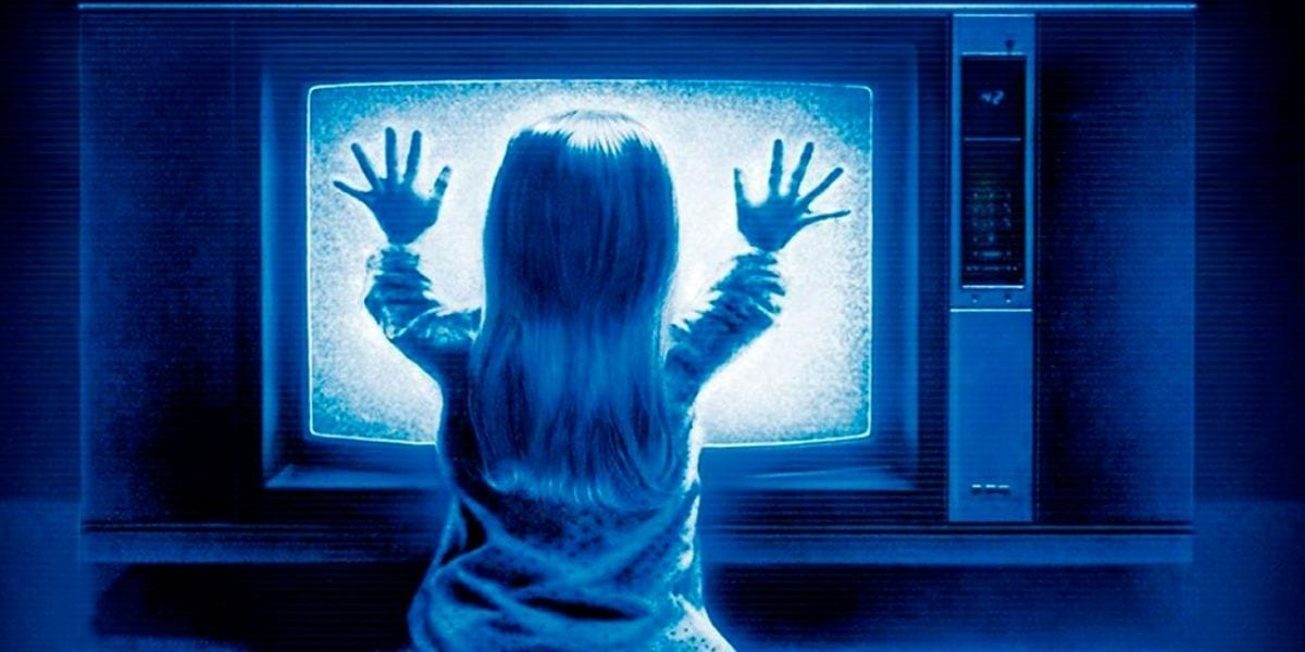 Poltergeist still of girl at the TV