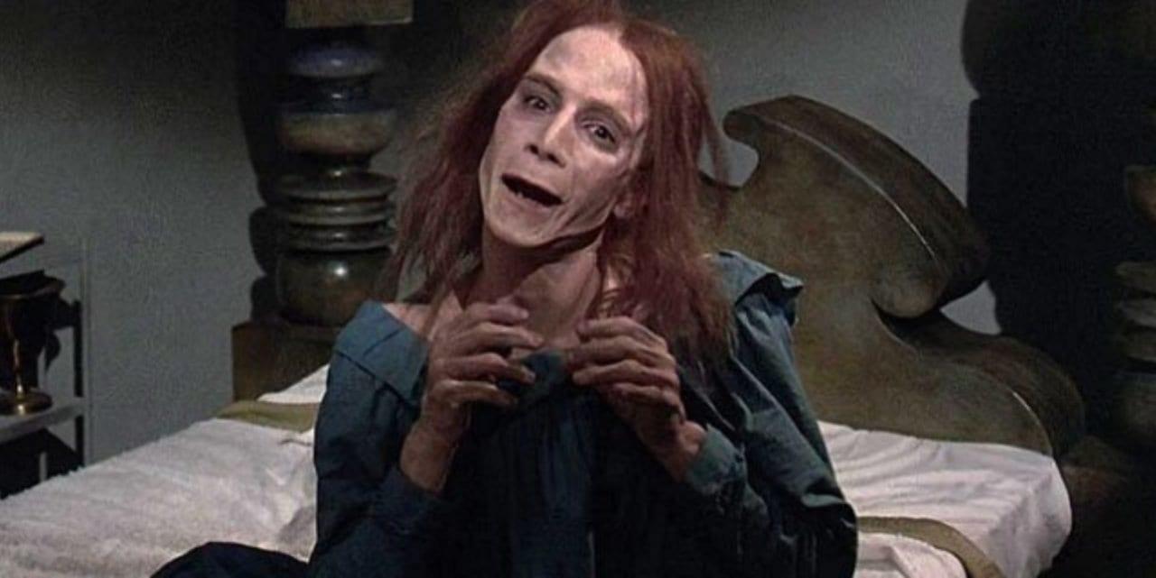 Zelda (Andre Hubatsek) terrifies her sister Rachel Creed in the 1989 version of Pet Sematary.