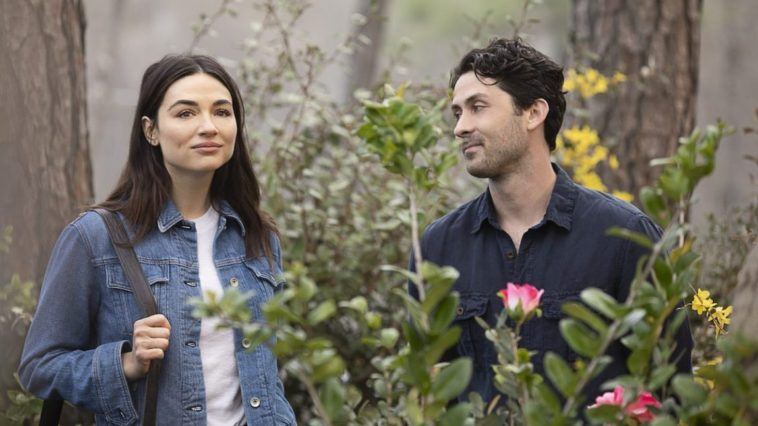 Alec Holland (Andy Bean) and Crystal Reed (Abby Arcane) walk through the very essense of the Green on Swamp Thing.