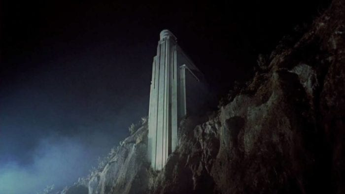 The house in the remake of House on Haunted Hill is a former sanitarium, a steep building which juts out from a cliff.