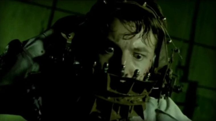 Leigh Whannell in the reverse bear trap for the Saw 0.5 short film