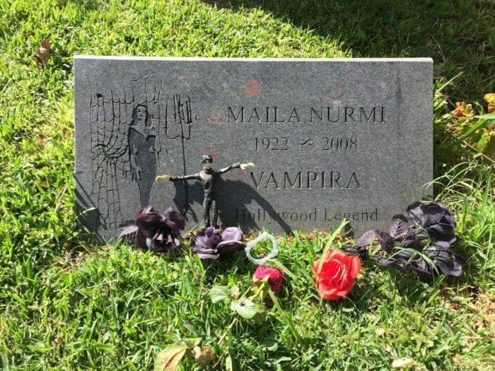 Maila Nurmi's grave stone with flowers.