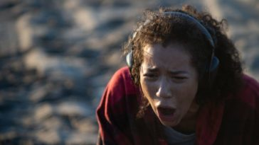 Jasmin Savoy Brown as Alexis, experiencing the Sound of Violence